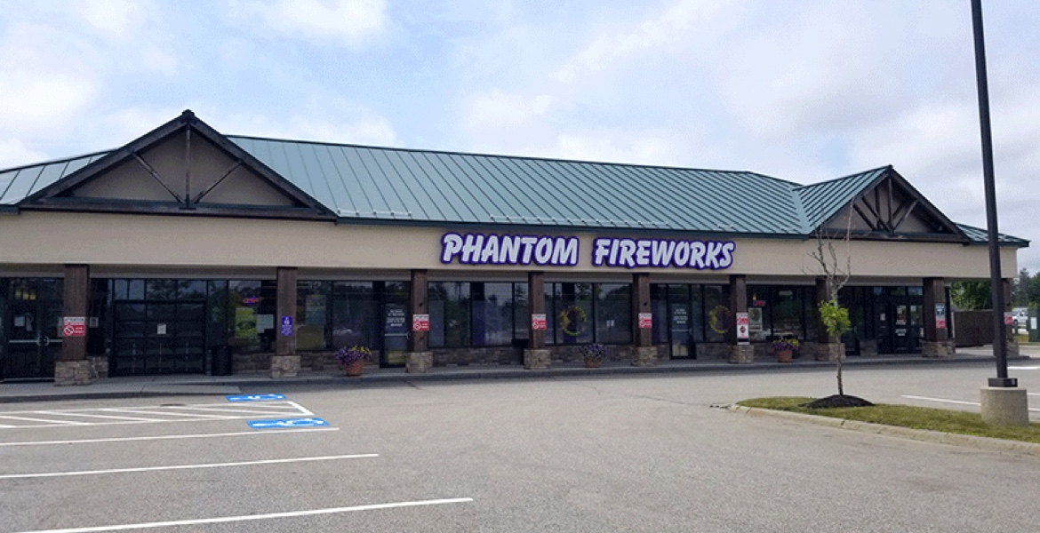As Fireworks Store Moves In, Other Businesses Make Way